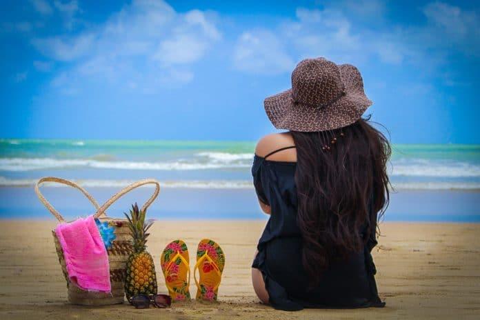 Robe de plage grande taille : conseils pour bien la choisir et bien l'associer