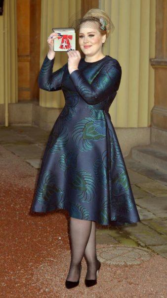 Robe trapèze pour femme ronde: tenues et conseils pour la porter de façon stylée