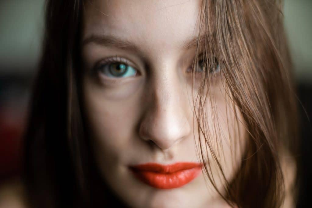 Rouge à lèvre yeux vert
