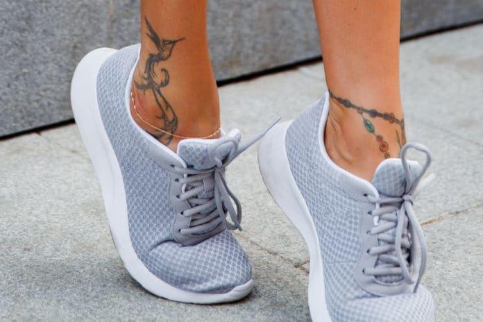 Comment choisir un tatouage sur la cheville