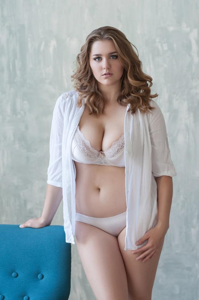 lingerie femme ronde