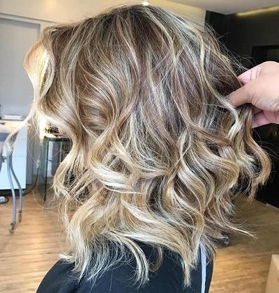elongated bob sur cheveux ondulés