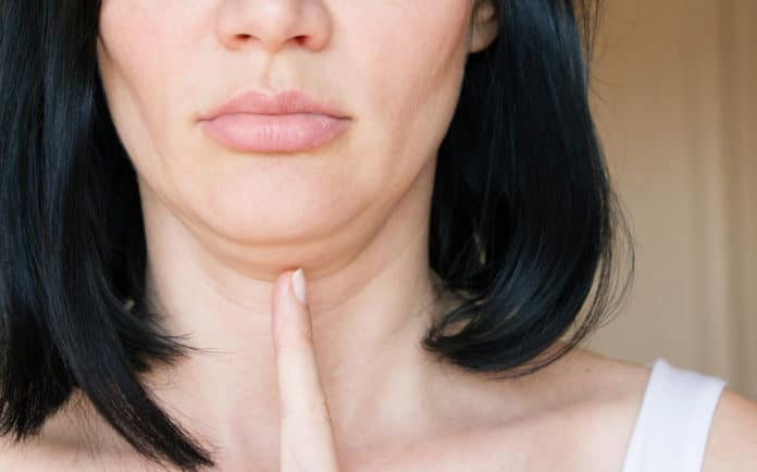 Comment perdre son double menton Causes et solutions