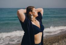 5 tendances maillots de bain pour femmes rondes