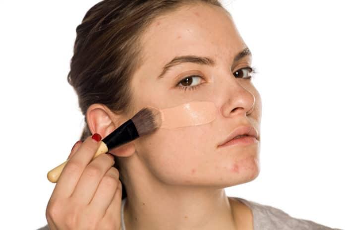 Tout savoir sur le fond de teint anti acné