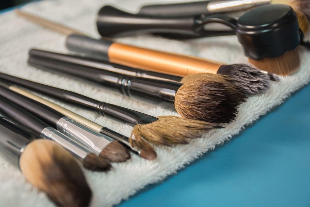 nettoyer ses pinceaux à maquillage
