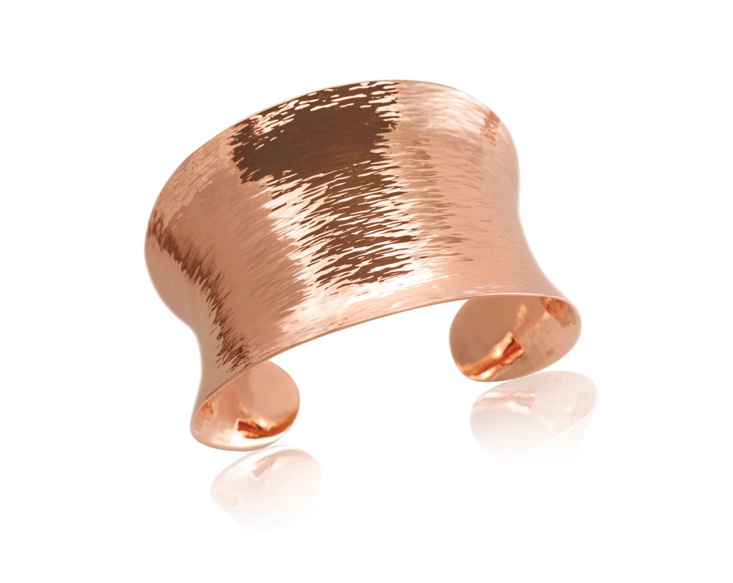 Bague large, bracelet manchette, sautoir... Quel bijou quand on est ronde ?
